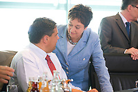 20 AUG 2008, BERLIN/GERMANY:<br /> Sigmar Gabriel (L), SPD, Bundesumweltminister, und Brigitte Zypries (R), SPD, Bundesjustizministerin, im Gespraech, vor Beginn einer Kabinettsitzung, Kabinettsaal, Bundeskanzleramt<br /> IMAGE: 20080820-01-011<br /> KEYWORDS: Kabinett, Sitzung, Gespräch