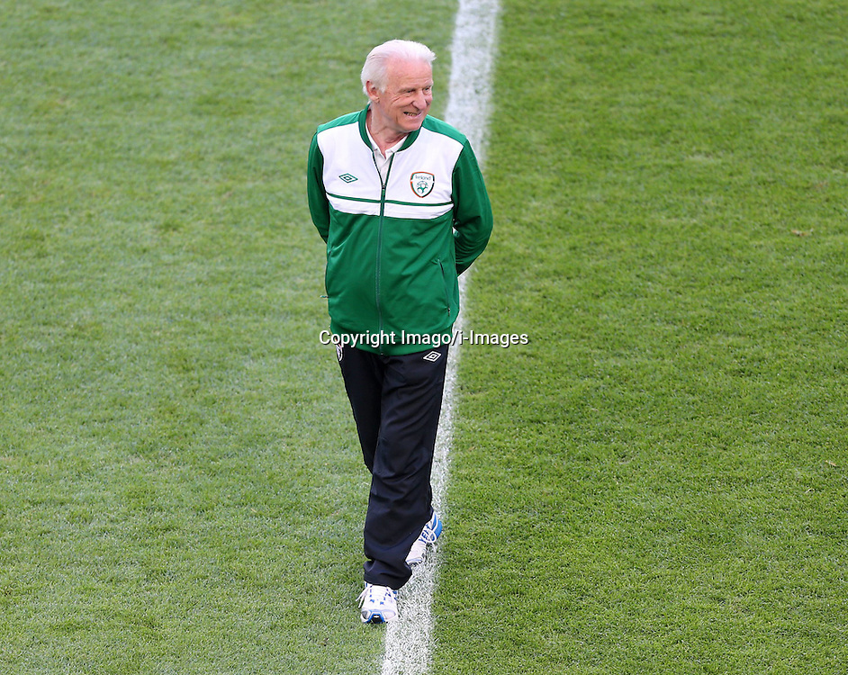 Irelands Boss Team boss Giovanni Trapattoni training in the Euro 2012 Ireland Training Poznan Poland 17 June 2012 Football in the UEFA European Championship 2012 in Poland and the Ukraine Country game Group stage Italy vs Ireland Preliminary reports Conclusion of training IRL Picture shows The Players from Ireland. Photo By Imago/ i-Images