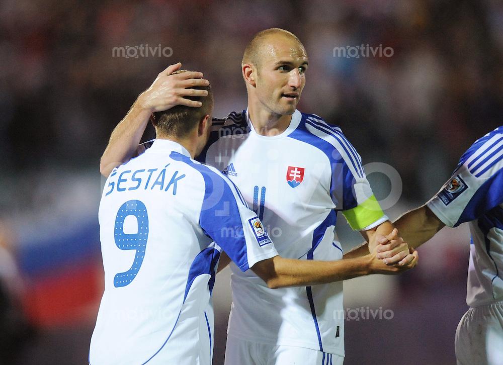 Fussball International   WM  2010  Qualifikation  Gruppe 3    05.09.2009 Slowakei - Tschechien  Stanislav Sestak (links) und Robert Vittek (rechts beide SVK) jubeln nach einem Tor