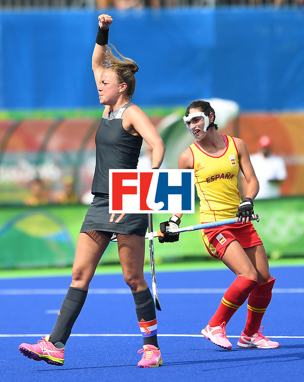 Netherland's Maartje Paumen (L) celebrates scoring a goal as Spain's Beatriz Perez looks on during the women's field hockey Netherlands vs Spain match of the Rio 2016 Olympics Games at the Olympic Hockey Centre in Rio de Janeiro on August, 7 2016. / AFP / MANAN VATSYAYANA        (Photo credit should read MANAN VATSYAYANA/AFP/Getty Images)