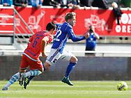 FODBOLD: Bror Blume (Lyngby BK) rykker fra Mikkel Fossum Basse (FC Helsingør) under kampen i ALKA Superligaen mellem Lyngby Boldklub og FC Helsingør den 10. september 2017 på Lyngby Stadion. Foto: Claus Birch