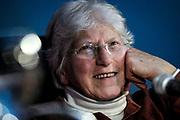 20180918/ Javier Calvelo - adhocFOTOS/ URUGUAY/ MONTEVIDEO/ Sala Conferencias de la IM/ En el marco de las 12 Jornadas de Fotografia organizadas por el CDF Entrevista a Diana Mines es una fot&oacute;grafa, docente, curadora y artista pl&aacute;stica paraguaya, que reside desde 1951 en Uruguay.<br /> En la foto:  Diana Mines, durante una entrevista en el marco de las 12 Jornadas de Fotografia organizadas por el CDF, en la Intendencia de Montevideo. Foto: Javier Calvelo /  adhocFOTOS