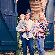 Images from a portrait session with the Steffanci family at downtown Charleston Waterfront Park.