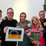 NLD/Amsterdam/20110525 - Uitreiking Nipkowschijf 2011, Ali B. met medewerkers