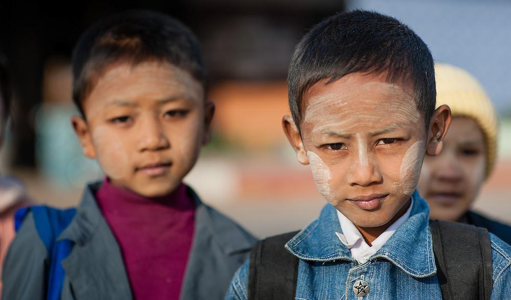 Burmese kids on their way to school in Kalaw (Myanmar)