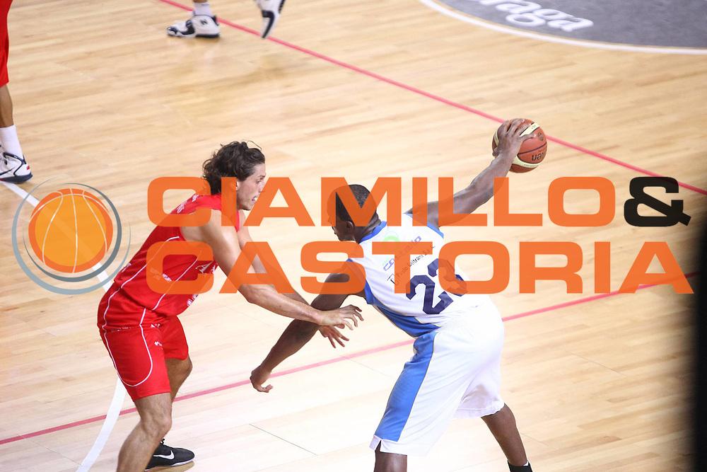 DESCRIZIONE :  Cremona  Lega A 2010-2011 Amichevole Vanoli Braga Cremona Armani Jeans Milano <br /><br />GIOCATORE :  Je Kel Foster<br /><br />SQUADRA :  Vanoli Braga Cremona<br /><br />EVENTO : :  Campionato Lega A 2010-2011<br /><br /><br />GARA : Vanoli Braga Cremona Armani Jeans Milano<br /><br />DATA : 07/10/2010<br /><br />CATEGORIA : Palleggio<br /><br />SPORT : Pallacanestro<br /><br />AUTORE : Agenzia Ciamillo-Castoria/F.Zovadelli<br /><br />GALLERIA : Lega Basket A 2010-2011<br /><br />FOTONOTIZIA : :  Cremona  Lega A 2010-2011 Amichevole Vanoli Braga Cremona Armani Jeans Milano<br /><br />PREDEFINITA :