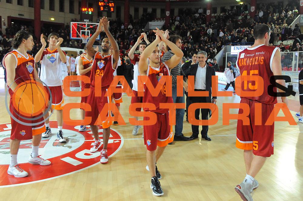 DESCRIZIONE : Teramo Lega A 2011-12 Banca Tercas Teramo Acea Virtus Roma<br /> GIOCATORE : Clay Tucker Antonio Maestranzi<br /> CATEGORIA : esultanza fair play<br /> SQUADRA : Acea Virtus Roma<br /> EVENTO : Campionato Lega A 2011-2012<br /> GARA : Banca Tercas Teramo Acea Virtus Roma<br /> DATA : 27/12/2011<br /> SPORT : Pallacanestro<br /> AUTORE : Agenzia Ciamillo-Castoria/GiulioCiamillo<br /> Galleria : Lega Basket A 2011-2012<br /> Fotonotizia : Teramo Lega A 2011-12 Banca Tercas Teramo Acea Virtus Roma<br /> Predefinita :