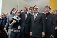 23 JAN 2003, BERLIN/GERMANY:<br /> Jacques Chirac (L), Praesident Frankreich, und Gerhard Schroeder (R), SPD, Bundeskanzler, nach einer Diskussion mit 500 Jugendlichen des deutsch-franzoesischen Jugendparlaments, Bundeskanzleramt<br /> IMAGE: 20030123-01-040<br /> KEYWORDS: Gerhard Schröder