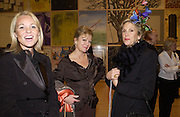 Amanda Elliasch, Kay Saatchi and Thea  Westreich. Turner Prize. Tate Gallery. 8 December 2002. © Copyright Photograph by Dafydd Jones 66 Stockwell Park Rd. London SW9 0DA Tel 020 7733 0108 www.dafjones.com