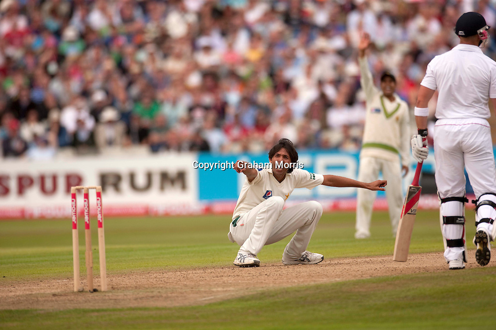 Mohammad Asif appeals during the second npower Test Match between England and Pakistan at Edgbaston, Birmingham.  Photo: Graham Morris (Tel: +44(0)20 8969 4192 Email: sales@cricketpix.com) 07/08/10
