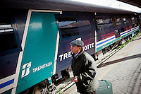 A man looks for his reserved seat on the last Trinacria train. The Trinacria express train is a historical train from Palermo, Sicily, to Milan, symbol of the emigration from South to the North.  From December 11th 2011 16 train connecting Southern Italy to the North will be cancelled by Trenitalia, the state-owned train operator in Italy. ### Un uomo cerca il suo posto prenotato sull'ultimo treno Trinacria. Il Trinacria è un treno storico che ha collegato Palermo e Milano, simbolo dell'emigrazione verso Nord. Dall'11 dicembre 2011 16 treni che collegano il Sud al Nord Italia verranno soppressi da Trenitalia.