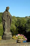 Eifel, Ahrtal bei Bonn..romantische Ahr bei Altenahr, Heiligenfigur auf alter Brücke in Rech