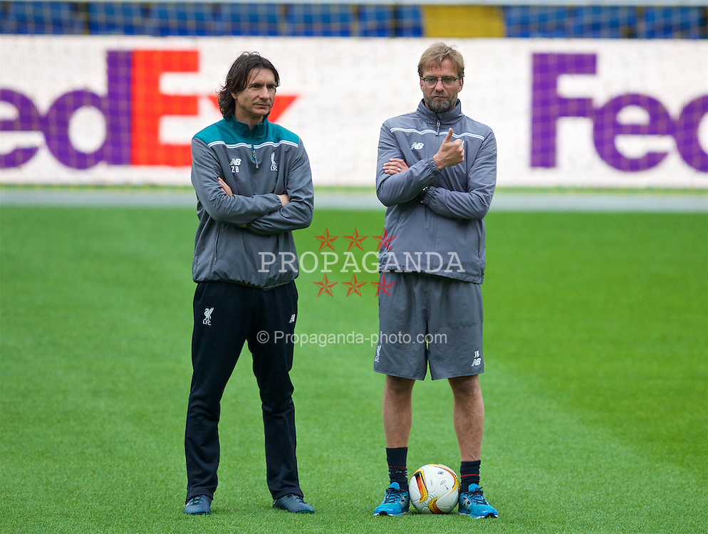 VILLRREAL, SPAIN - Wednesday, April 27, 2016: Liverpool's manager Jürgen Klopp and assistant manager Zeljko Buvac during a training session ahead of the UEFA Europa League Semi-Final 1st Leg match against Villarreal CF at Estadio El Madrigal. (Pic by David Rawcliffe/Propaganda)