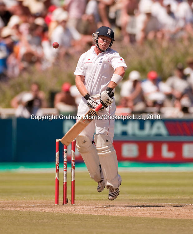 Ian Bell avoids a short ball from Jacques Kallis during the third Test Match between South Africa and England at Newlands, Cape Town. Photograph © Graham Morris/cricketpix.com (Tel: +44 (0)20 8969 4192; Email: sales@cricketpix.com)