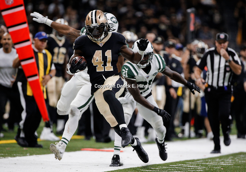 Dec 17, 2017; New Orleans, LA, USA; New Orleans Saints running back Alvin Kamara (41) runs past New York Jets inside linebacker Darron Lee (58) and cornerback Morris Claiborne (21) during the second quarter at the Mercedes-Benz Superdome. Mandatory Credit: Derick E. Hingle-USA TODAY Sports