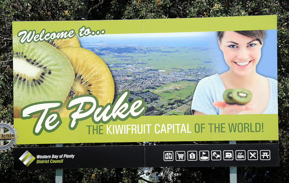 Welcome to Te Puke, Te Puke, New Zealand, Wednesday, November 02, 2011. Credit:SNPA / Ross Setford