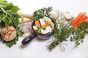 Preparation and ingredients for a fresh vegetable broth