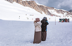 THEMENBILD - Arabische Touristen am Kitzsteinhorn, aufgenommen am 16. Juli 2019 in Kaprun, Österreich // Arab tourists at the Kitzsteinhorn, Kaprun, Austria on 2019/07/16. EXPA Pictures © 2019, PhotoCredit: EXPA/ JFK