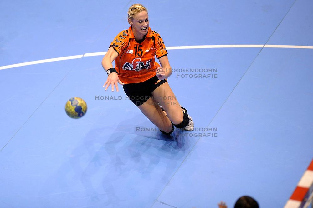 18-10-2009 HANDBAL: NEDERLAND - MACEDONIE: ROTTERDAM<br /> Nederland speelt met 20-20 gelijk tegen Macedonie / Maura Visser <br /> &copy;2009-WWW.FOTOHOOGENDOORN.NL