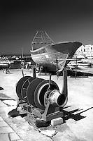 Argano e Paranza in restauro nella darsena  del porto di Gallipoli (LE)