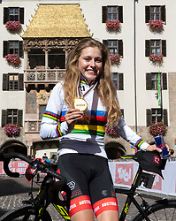 27.09.2018, Innsbruck, AUT, UCI Straßenrad WM 2018, Straßenrennen, Juniorinnen, von Rattenberg nach Innsbruck (72,4 km), im Bild Laura Stigger (AUT, 1. Platz, Goldmedaille) // gold medalist and world champion Laura Stigger of Austria during the road race of the junior Women from Rattenberg to Innsbruck (72,4 km) of the UCI Road World Championships 2018. Innsbruck, Austria on 2018/09/27. EXPA Pictures © 2018, PhotoCredit: EXPA/ Reinhard Eisenbauer