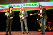 Henk Nijhof geeft het voorzitterschap over aan Heleen Weening. In Utrecht vindt het 30e partijcongres plaats van GroenLinks. Een van de heikele punten is de missie naar Kunduz. Ook wordt een nieuwe partijvoorzitter gekozen.<br />