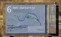 TEXEL - De Cocksdorp - Holebord met limerick van Jan Heemskerk.  Golfbaan De Texelse. COPYRIGHT KOEN SUYK