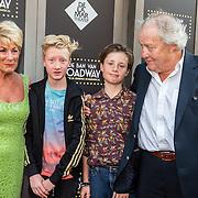 NLD/Amsterdam/20150604 - Premiere In de Ban van Broadway, de kinderen van Tjitske Reidinga met haar ex schoonouders Jules Croiset en partner Puk