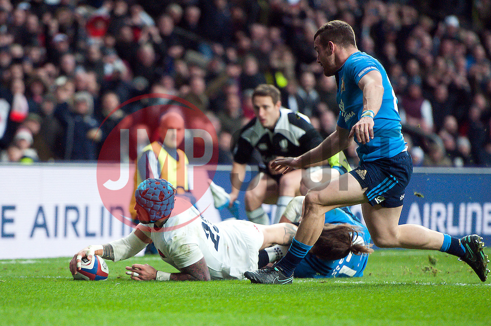 Jack Nowell of England scores his first try in the second half - Mandatory byline: Patrick Khachfe/JMP - 07966 386802 - 26/02/2017 - RUGBY UNION - Twickenham Stadium - London, England - England v Italy - RBS Six Nations Championship 2017.
