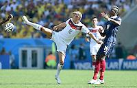 FUSSBALL WM 2014                VIERTELFINALE Frankreich - Deutschland           04.07.2014 Toni Kroos (li, Deutschland) gegen Paul Pogba (re, Frankreich)