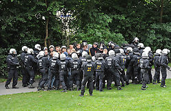 07.09.2010, Weserstadion, Bremen, GER, Polizeiübung / Polizeiuebung, im Bild Polizisten mit einer Gruppe Hooligans   EXPA Pictures © 2010, PhotoCredit: EXPA/ nph/  Frisch+++++ ATTENTION - OUT OF GER +++++