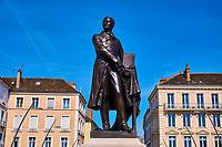 France, Saône-et-Loire (71), Chalon-sur-Saône, statue de Nicéphore Niepce, inventeur de la photographie // France, Saône-et-Loire (71), Chalon-sur-Saône, Nicéphore Niepce statue, inventor of the photography