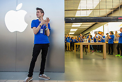 © Licensed to London News Pictures. 19/09/2014. An Apple store employee claps as the doors open ahead of the sale of the iphone 6 at the Apple Store in Chadstone Melbourne Australia. Australia is one of the first countries in the world to sell the iphone 6 due to geographic location & time zone. Photo credit : Asanka Brendon Ratnayake/LNP