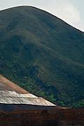 Moeda_MG, Brasil...Mineracao na Serra da Moeda, Minas Gerais...Mining in Serra da Moeda, Minas Gerais...Foto: JOAO MARCOS ROSA / NITRO..