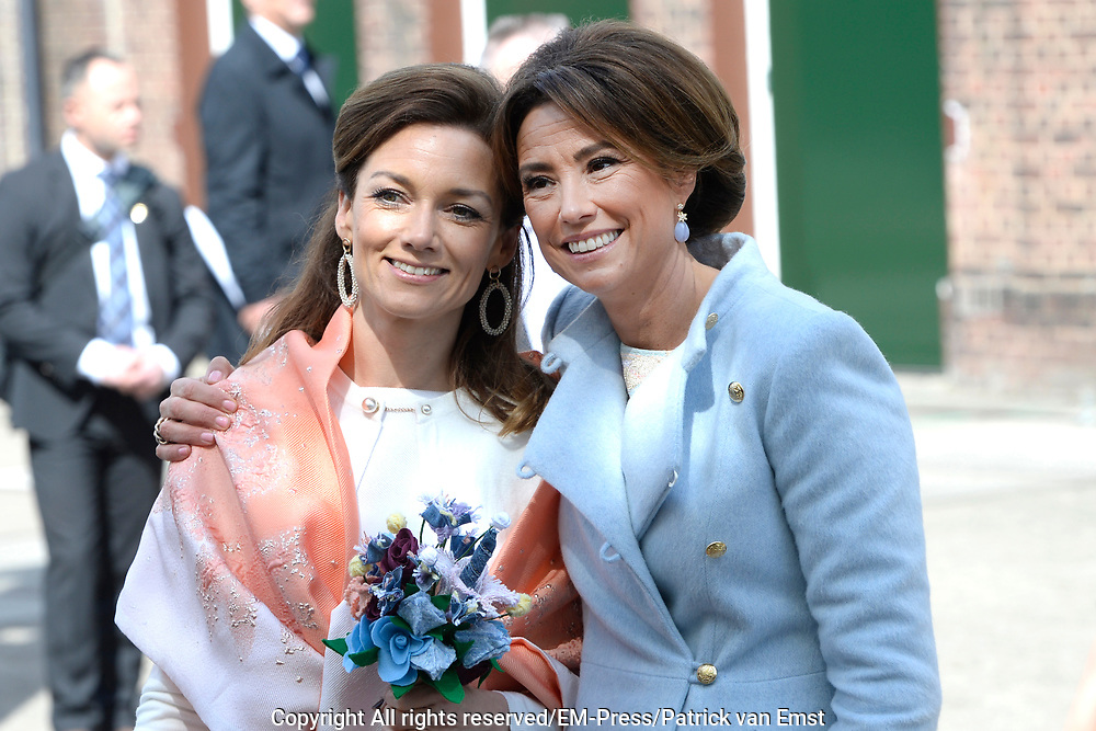 Koningsdag 2017 in Tilburg / Kingsday 2017 in Tilburg<br /> <br /> Op de foto / On the photo:  Prinses Marilene / en prinses Aimee en Princess Marilene and princess Aimee