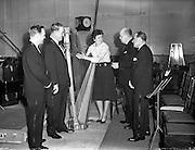 16/03/1960<br /> 03/16/1960<br /> 16 March 1960<br /> Radio Show for America in a association with Schaefer Beer, at Phoenix Hall Dublin.<br /> (l-r): Rudie Schaefer III; John Feeney (singer); Mercedes Bolger, Radio Eireann Light Orchestra harpist; Mr Walter Smithwick and Mr Walter Lee, Sales Manager Schaefer Brewing Co..