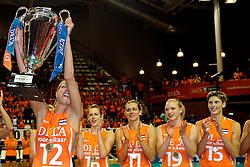 18-09-2011 VOLLEYBAL: DELA TROPHY NEDERLAND - TURKIJE: ALMERE<br /> Nederland wint met 3-0 van Turkije en wint hierddor de DELA Trophy / de DELA Trophy voor Captain Manon Flier<br /> ©2011-FotoHoogendoorn.nl