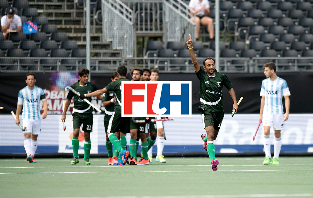 BREDA - Rabobank Hockey Champions Trophy<br /> Argentina - Pakistan<br /> Photo: Pakistan celebrate the 0-1 w/ BHUTTA Umar.<br /> COPYRIGHT WORLDSPORTPICS FRANK UIJLENBROEK