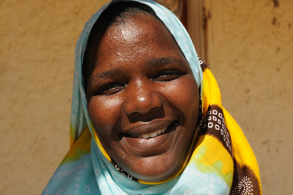 Friendly happy woman with scarf and traditional dress looking in the camera, Banc d´arguin, Western Africa, Mauritania, Africa