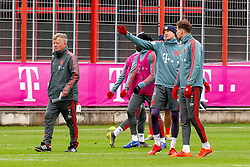 14.03.2019, Säbener Strasse, Muenchen, GER, 1. FBL, FC Bayern Muenchen vs 1. FSV Mainz 05, Training, im Bild v.l. CO Trainer Perter Hermann (FC Bayern), Thomas Müller (FC Bayern), Leon Goretzka (FC Bayern) // during a trainings session before the German Bundesliga 26th round match between FC Bayern Muenchen and 1. FSV Mainz 05 at the Säbener Strasse in Muenchen, Germany on 2019/03/14. EXPA Pictures © 2019, PhotoCredit: EXPA/ Lukas Huter