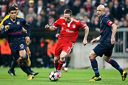 21.04.2010, Allianz Arena, Muenchen, GER, Champions League, Bayern Muenchen vs Olympique Lyonnais, Halbfinale Hinspiel, im Bild Ederson Honorato Campos (Lyon Nr 10) Franck Ribéry (FC Bayern Nr.7) und Cris Cristiano Marques (Lyon Nr 3)  , EXPA Pictures © 2010, PhotoCredit: EXPA/ nph/  Straubmeier / SPORTIDA PHOTO AGENCY