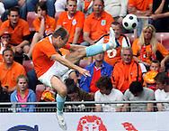 29-05-2008: Voetbal: Nederland-Denemarken: Eindhoven <br /> Arjen Robben met een kunststukje <br /> Foto: Geert van Erven