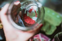 THEMENBILD - vor Ostern werden Eier mit Kräutern und Blüten auf traditionelle Art gefärbt. Rotes Farbpigment zum Färben von Eiern, aufgenommen am 19. April 2019, Kaprun, Österreich // before Easter eggs are coloured with herbs and flowers in the traditional way. Red pigment for colouring eggs on 2019/04/19, Kaprun, Austria. EXPA Pictures © 2019, PhotoCredit: EXPA/ Stefanie Oberhauser
