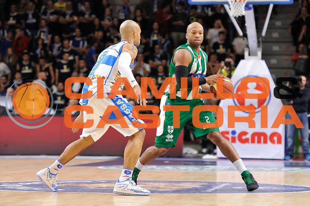 DESCRIZIONE : Campionato 2014/15 Dinamo Banco di Sardegna Sassari - Sidigas Scandone Avellino<br /> GIOCATORE : Sundiata Gaines<br /> CATEGORIA : Palleggio<br /> SQUADRA : Sidigas Scandone Avellino<br /> EVENTO : LegaBasket Serie A Beko 2014/2015<br /> GARA : Dinamo Banco di Sardegna Sassari - Sidigas Scandone Avellino<br /> DATA : 24/11/2014<br /> SPORT : Pallacanestro <br /> AUTORE : Agenzia Ciamillo-Castoria / Claudio Atzori<br /> Galleria : LegaBasket Serie A Beko 2014/2015<br /> Fotonotizia : Campionato 2014/15 Dinamo Banco di Sardegna Sassari - Sidigas Scandone Avellino<br /> Predefinita :