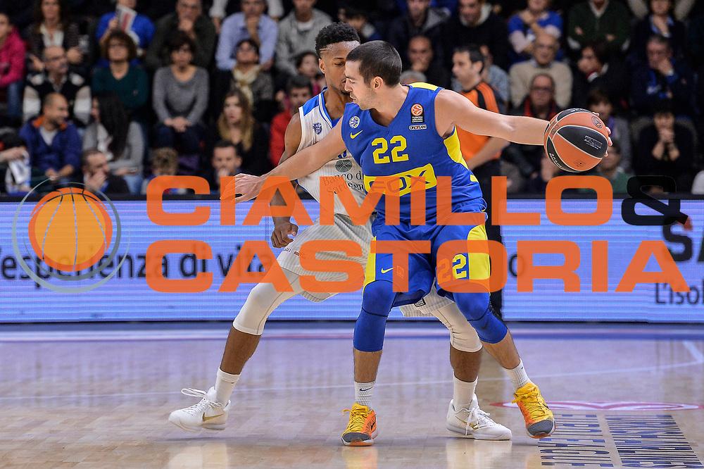 DESCRIZIONE : Eurolega Euroleague 2015/16 Group D Dinamo Banco di Sardegna Sassari - Maccabi Fox Tel Aviv<br /> GIOCATORE : Taylor Rochestie<br /> CATEGORIA : Palleggio Controcampo<br /> SQUADRA : Maccabi Fox Tel Aviv<br /> EVENTO : Eurolega Euroleague 2015/2016<br /> GARA : Dinamo Banco di Sardegna Sassari - Maccabi Fox Tel Aviv<br /> DATA : 03/12/2015<br /> SPORT : Pallacanestro <br /> AUTORE : Agenzia Ciamillo-Castoria/L.Canu