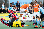 WASSENAAR - Hoofdklasse hockey heren, HGC-Bloemendaal (0-5)  . Jord Beekmans (Bldaal) stuit op HGC keeper Sam van der Ven . links Thijmen Piket (HGC)      COPYRIGHT KOEN SUYK