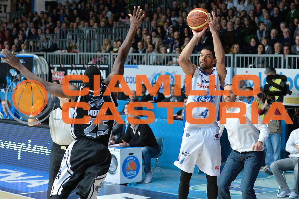 DESCRIZIONE : Cantu' Lega A 2014-15 <br /> Acqua Vitasnella Cant&ugrave; vs Pasta Reggia Caserta<br /> GIOCATORE : James Feldeine<br /> CATEGORIA : Tiro<br /> SQUADRA : Acqua Vitasnella Cant&ugrave;<br /> EVENTO : Campionato Lega A 2014-2015 GARA :Acqua Vitasnella Cant&ugrave; vs Pasta Reggia Caserta<br /> DATA : 15/03/2015 <br /> SPORT : Pallacanestro <br /> AUTORE : Agenzia Ciamillo-Castoria/IvanMancini<br /> Galleria : Lega Basket A 2014-2015 Fotonotizia : Cantu' Lega A 2014-15 Acqua Vitasnella Cant&ugrave; vs Pasta Reggia Caserta<br /> Predefinita: