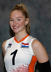 24-12-2019 NED: Photoshoot selection of Orange Youth Girls, Arnhem<br /> Orange Youth Girls 2019 - 2020 / Sophie Posthumus #1