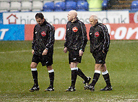 Photo: Gareth Davies.<br />Reading v Burnley FC. The FA Cup. 06/01/2007.<br />Referee Rob Styles (L) calls the game off after checking a waterlogged pitch.