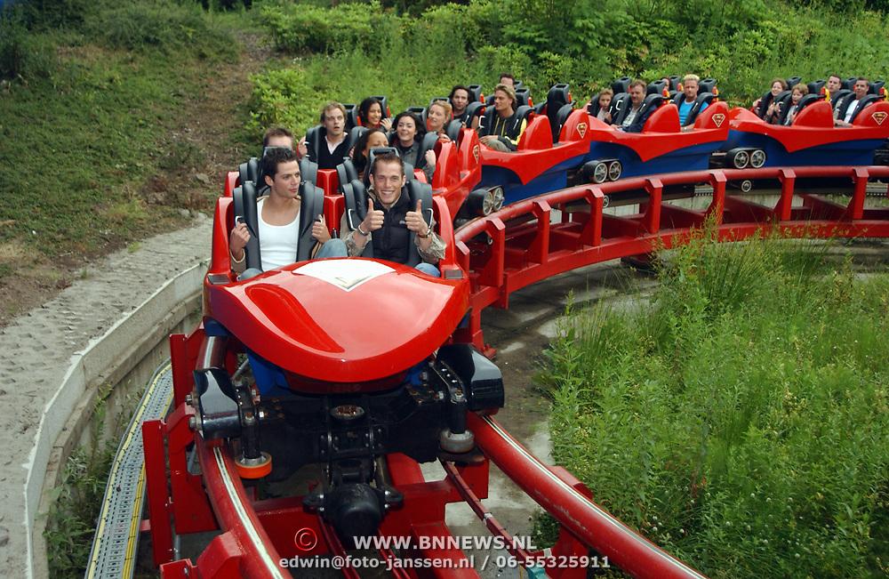 Acteurs bezoeken Six Flags Biddinghuizen,